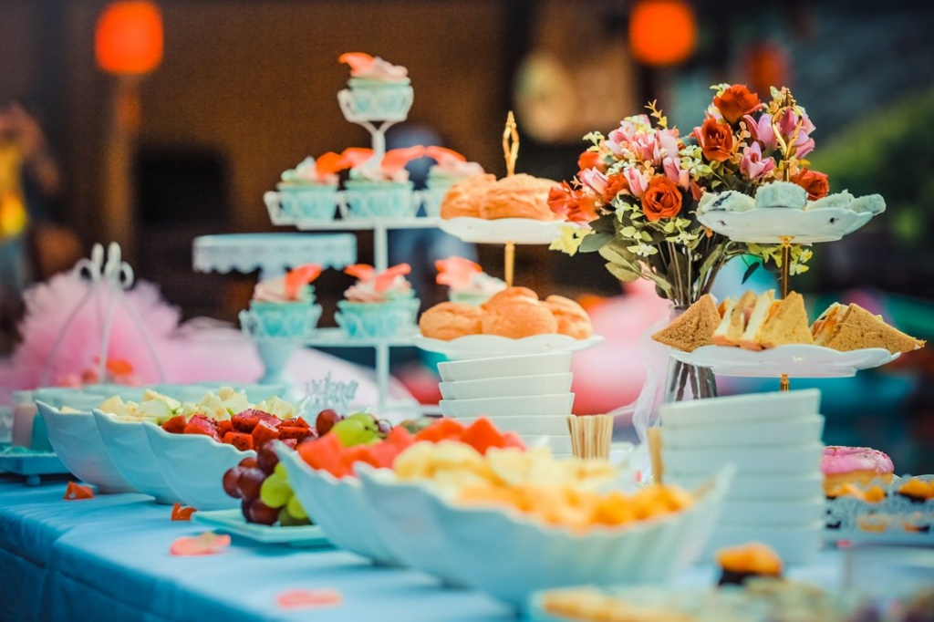 colorful-colourful-dessert-table-587737 — копия.jpg